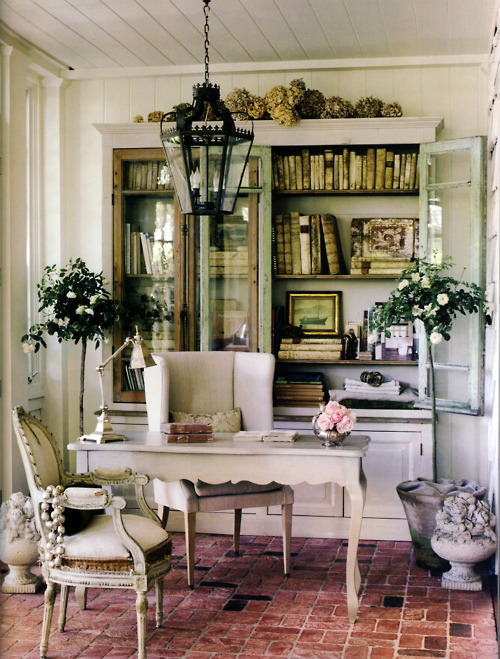 Shabby French glam via Tumblr
