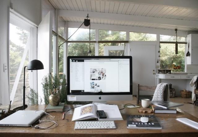 Kinfolk editor Nathan Williams' desktop computer at home along the Oregon coast via Hear Black.
